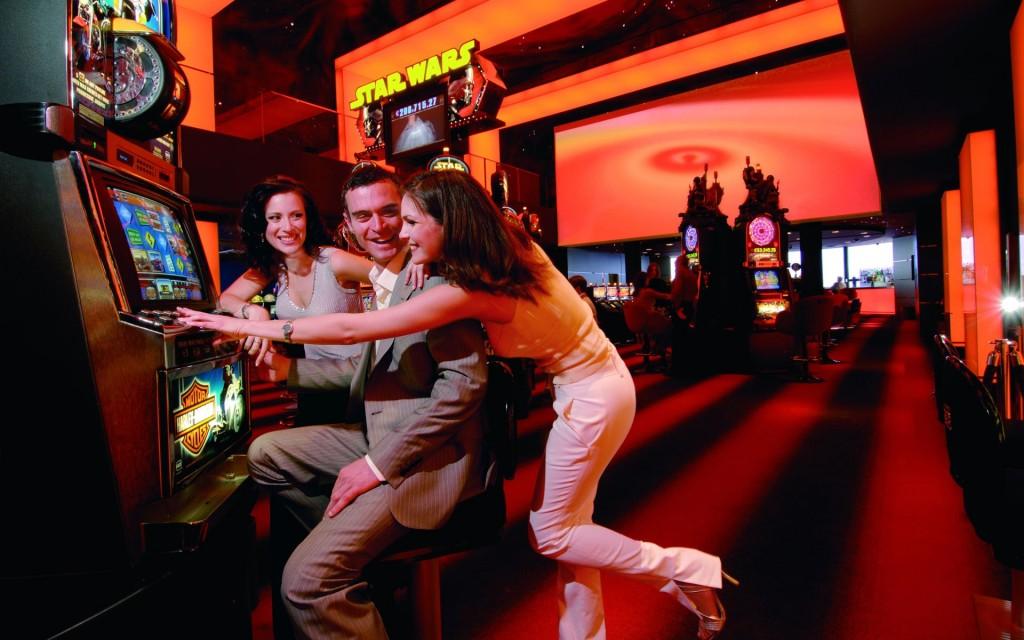 Mách nhỏ 4 tuyệt chiêu khi chơi Slot machine